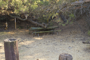 Royces Canyon HIKE LOS ANGELES - Picnic table los angeles